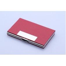 Kortholder tekstgravering 14 rustfrit stål, belagt med Rødt pu. skind.