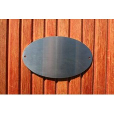 Skilt skuret rustfrit stål Oval 150mm. x 90mm. x 1,5mm. med 2 skruehuller.