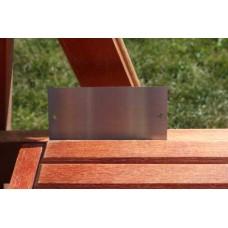 Skilt skuret rustfrit stål 100mm. x 50mm. x 1,5mm. med 2 skruehuller.